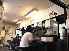 店内:カウンターとテーブル席と小上がり@一龍・福岡県春日市