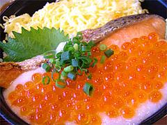 鮭イクラ山かけ丼のアップ@あしずり定食センター