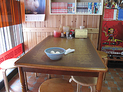 2店内:テーブル@長浜ラーメン・長浜御殿・住吉店