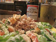 料理:ローストチキンサラダとビール@インターネットカフェ『キャットクレア CAT CREA』・グアム