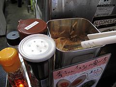 店内:紅しょうが・辛子高菜・ゴマなし@秀ちゃんラーメン