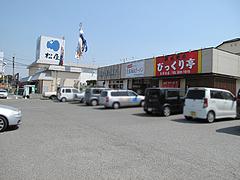 10外観:びっくり亭・駐車場@五号線沿いの元祖長浜ラーメン・太宰府