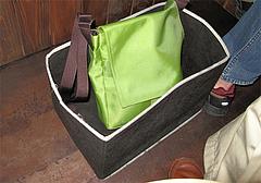 店内:テーブル下の荷物入れ@ろくの家大黒・小倉