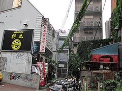 外観:駐車場から@LA-麺HOUSE将丸・親富孝通り・天神