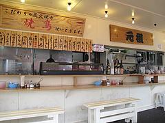 店内:カウンター@元祖長浜ラーメン長浜屋台・地鶏食堂
