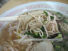 料理:戦後の味ラーメン麺カタ@長浜ラーメン量亭