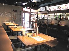 5店内:カウンター・テーブル@ホウテン食堂・奉天本家・中洲