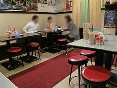 店内:テーブル席@長浜屋台やまちゃん福岡天神店