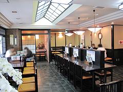 店内:カウンターとテーブル席@そば茶屋・華元本店