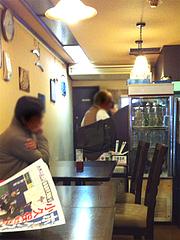 店内:カウンターとテーブル席@ふくちゃん亭・藤崎通り商店街