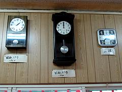 店内:古い時計・昭和35年と昭和39年@長浜ラーメン量亭