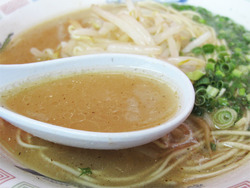 8とんこつラーメンスープ@博多龍龍軒・長浜店