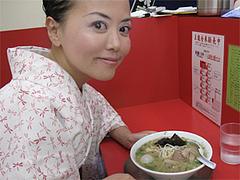 料理:コラーメンと記念写真@王龍ラーメン・福岡市中央区赤坂