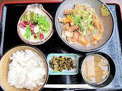 料理:もつ煮込み定食680円@港のホルモン・嘘の三八・ベイサイドプレイス博多