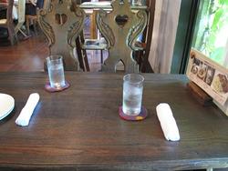 4店内:小さいテーブル@いわい家具・ウッドスタイルカフェ