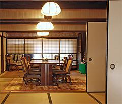 5店内:一階テーブル@旧川口邸・季節料理なごみ・八女市上陽町