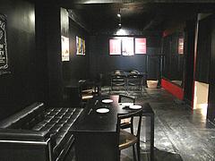 店内:テーブル席@白金玄歩・居酒屋・薬院