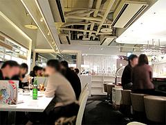 店内:カウンターとテーブル席@オイスターバー・キャナルシティ博多・福岡