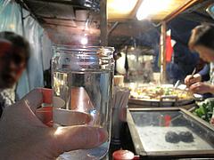 5料理:お酒じゃなくてお冷です。@屋台・丸和前ラーメン・小倉・旦過市場