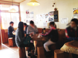 3店内:テーブル席@かつみ屋