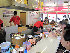 4店内:カウンター@18(いっぱち)ラーメン・春日・大土居店