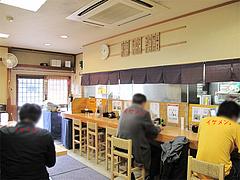店内:カウンターとテーブル席@いけ麺・馬出