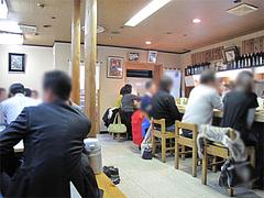 店内:カウンターと小上がり@おでん・はやし・福岡市中央区赤坂