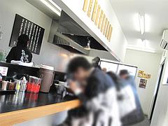 店内:カウンター席のみ@昇龍ラーメン博多本店・箱崎