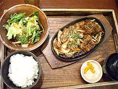 ホルモン定食(2分の1ハンバーグ付)900円@泰元食堂・福岡市中央区赤坂