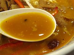 料理:煮込みホルモン麺のスープ@大明坦々麺・博多デイトス店麺街道