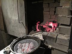 店内:炭焼き小屋コーナー@牛角・東比恵店