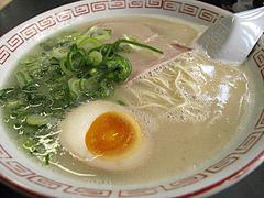 料理:半煮玉子ラーメン550円@長浜ナンバーワン天神店