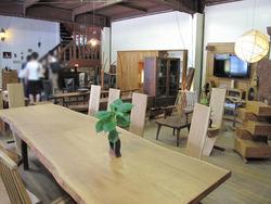 22一階の大テーブル@いわい家具・ウッドスタイルカフェ