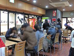 4店内:テーブル@長浜ナンバーワン・ラーメン・博多駅デイトス店