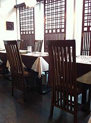 店内:テーブル席@タイ料理レストラン・バンダル・天神西通り