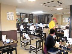 店内:カウンターとテーブル席@カラフル食堂・住吉店