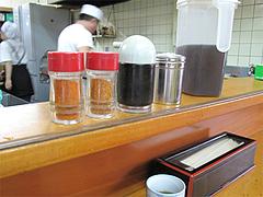 店内:卓上@めん処・三喜(三木製麺所)