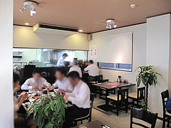 3店内:カウンター・テーブル@中華・舞鶴麺飯店