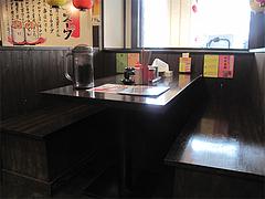 16店内:テーブル席@博多屋台ラーメン・満麺屋・天神