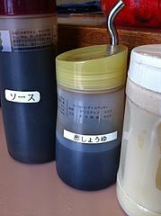 8店内:酢醤油・ソース・コショウ@中華橋本・薬院