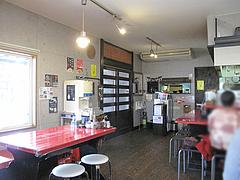 4店内:カウンター・テーブル@麺や・金の豚・ラーメン・野方