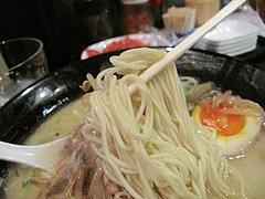 料理:博多発祥白濁中華そば麺@博多発祥中華そば・鶴と亀