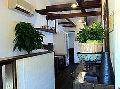 店内:2階テーブル席と小上がり@ラーメン・博多麺屋台・た組