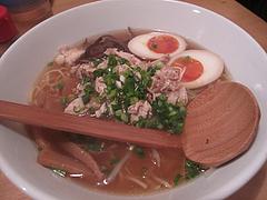 ランチ:醤油ラーメン・平麺・煮卵780円@烏骨鶏ラーメン・天照