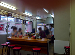 店内:カウンター席@一九ラーメン・大橋店