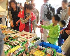 外観:鮮魚店売り場@うまかもん祭り・柳橋連合市場