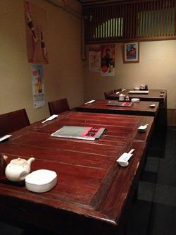 2店内:テーブル席@ひげだるま