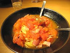 11ランチ:完熟トマト・ベーコン・ニンニク1,470円@ピザとパスタの店・らるきい・大手門