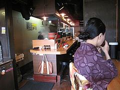 5店内:カウンター席手前@博多新風・高宮本店