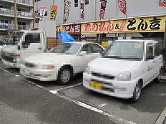 外観:専用駐車場5台@ラーメン居酒屋赤のれん&とん吉・箱崎